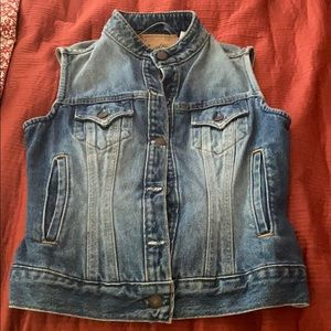 Levi's sleeveless jacket